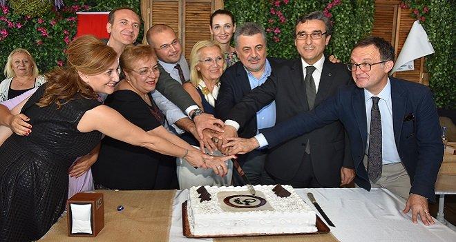 Karşıyaka'da Eczacılar Günü'nü kutladılar...