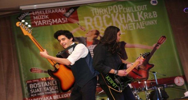 Karşıyaka'da sahne gençlerde