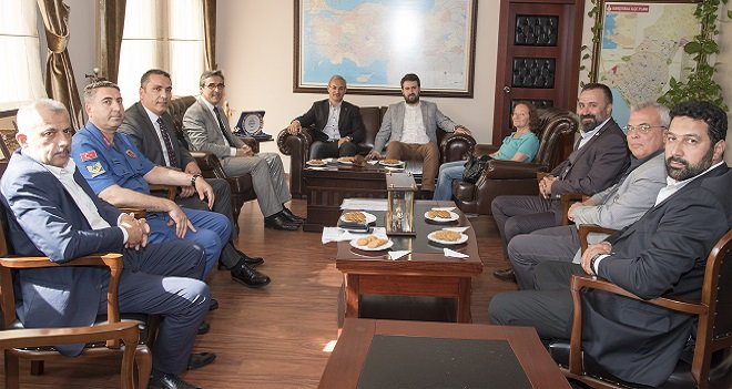 Karşıyaka'da Türkiye'ye örnek olacak seçim öncesi anlaşma