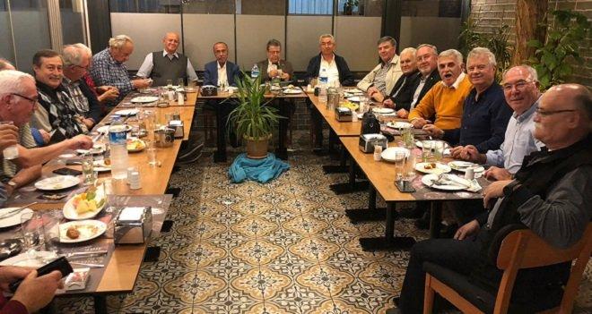Karşıyaka'daki Akhisarlılar Etçi Ahmet'te buluştu