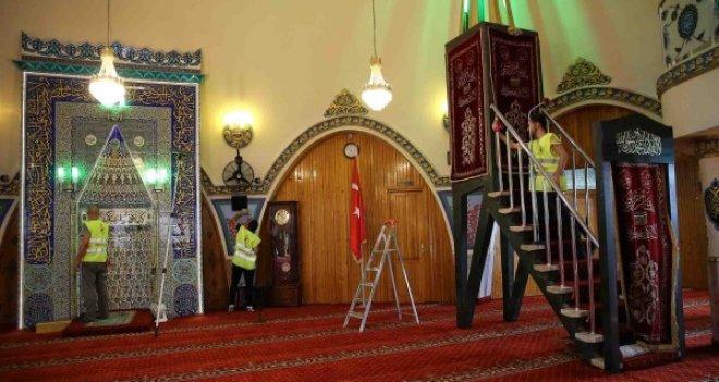 Karşıyaka'daki ibadethanelerde bayram temizliği