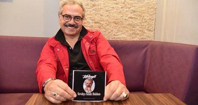 Karşıyakalı emekli öğretmen şarkısıyla tıklama rekoru kırıyor