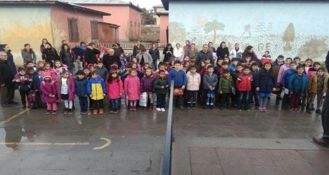 Karşıyakalı öğrencilerden Erzincan'a karne hediyesi