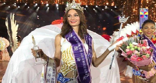 Karşıyakalı Pınar Dünya Mankenler Kraliçesi seçildi…
