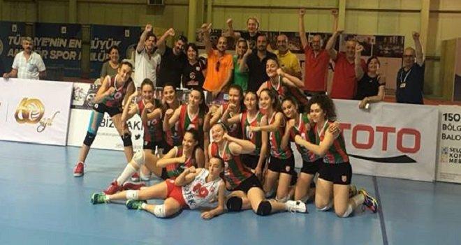 Karşıyaka'nın küçük kızları çeyrek finalde...