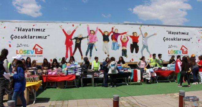 LÖSEV İyilikler Tırı İzmir'de