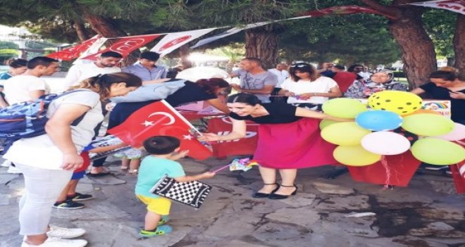 MHP İzmir'den çocuk istismarı ve cinayetlerine dikkat çekmek için etkinlik