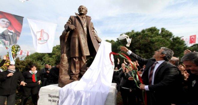 Nâzım Hikmet Karşıyaka'daki heykelinin önünde anılacak