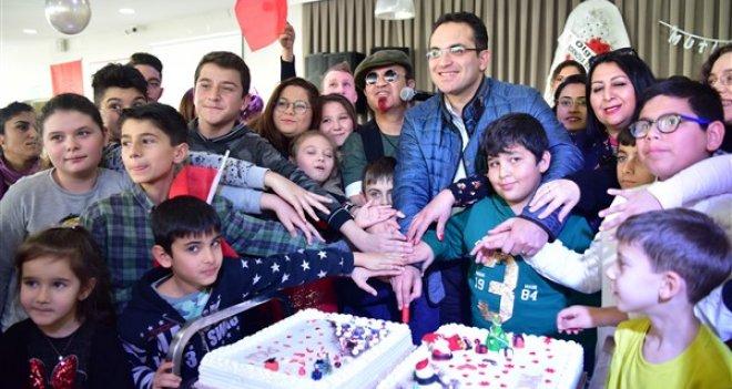 Özel çocuklara, özel pasta