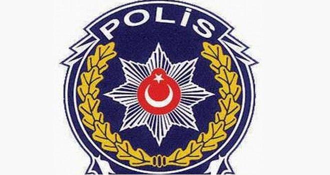 Polis aracı şarampole yuvarlandı, 2 yaralı...