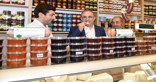 Sürekli, Peynirci Salih'in açılışında önce tattı sonra satın aldı