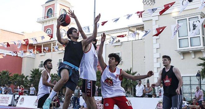 TBF 3x3 Red Bull Reign Basketbol Turu İzmir Etabı Karşıyaka'da yapıldı